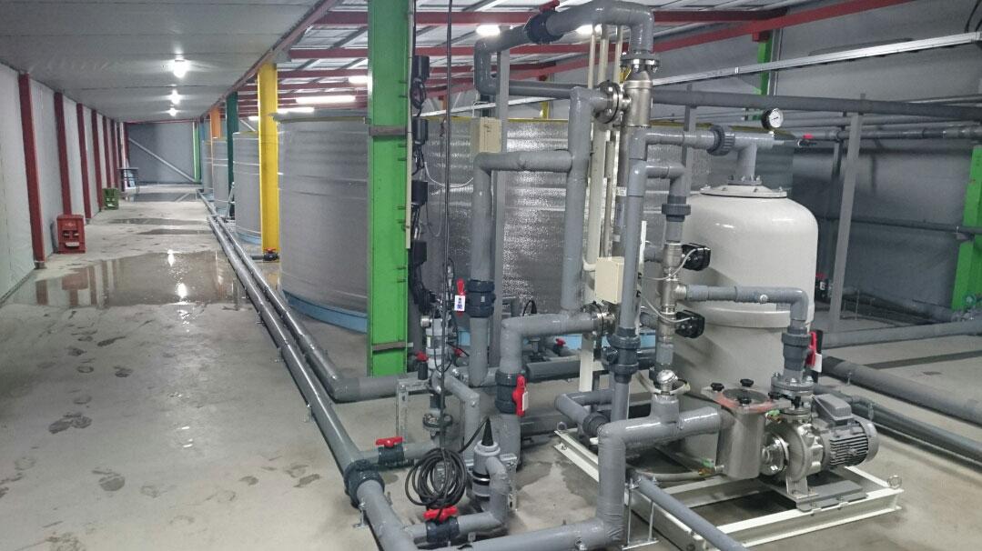 冷温水循環式・閉鎖型陸上養殖システムー実験場 – 2020年